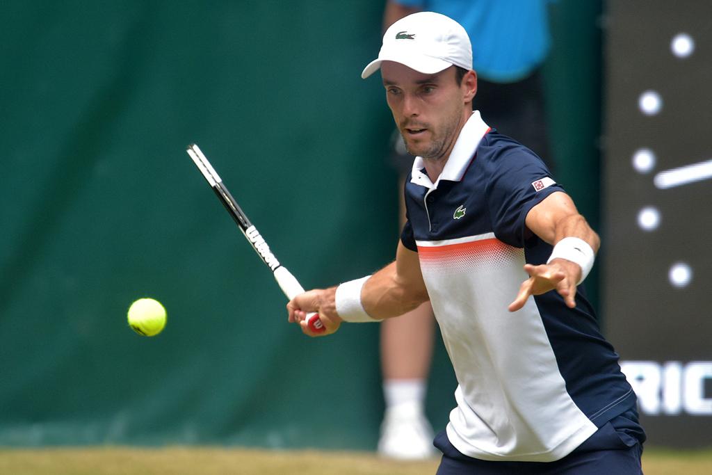 Tennisspieler am Ball