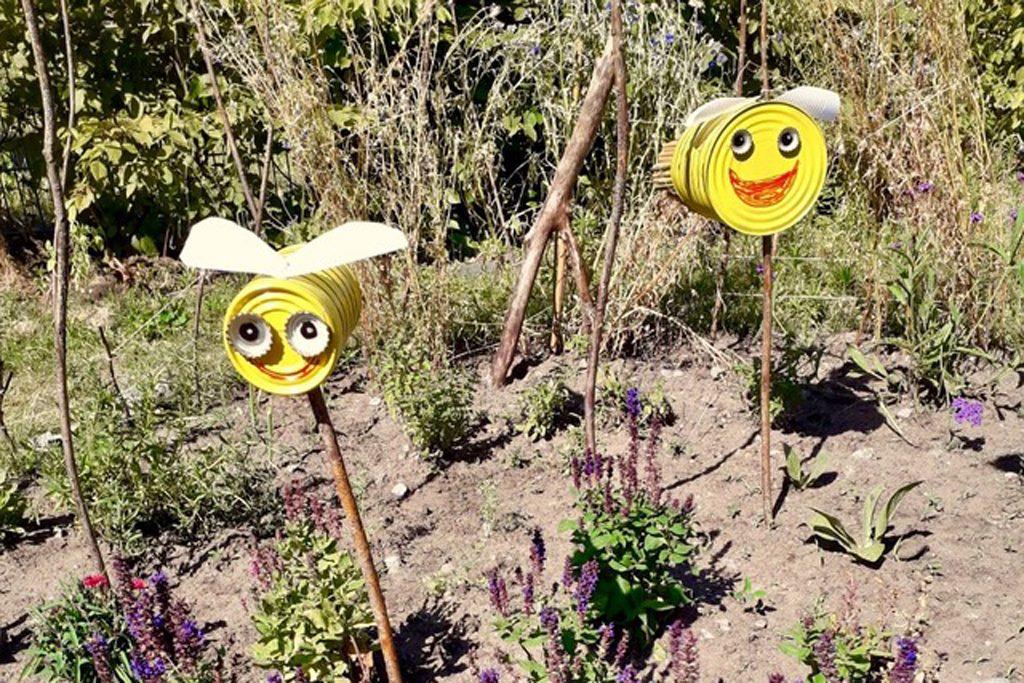 Erdboden statt Sandkasten - Buddeln für Bienen